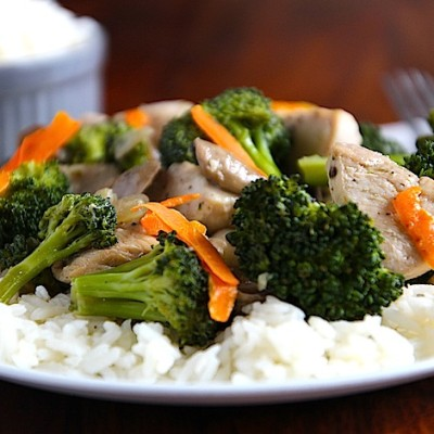 A Quick & Easy Organic Chicken Stir Fry Recipe! {Gluten Free}