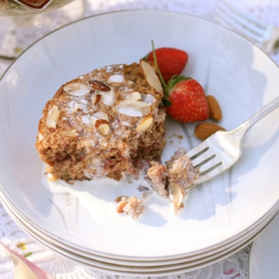 Strawberry Almond Baked Oatmeal {A Soaked Oat Recipe}
