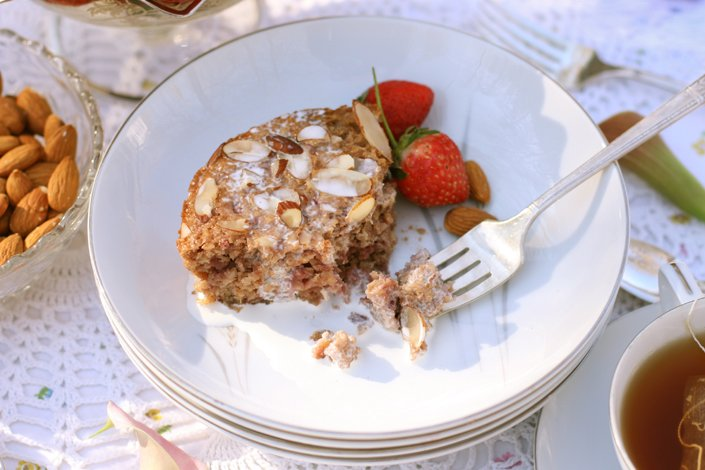 Strawberry Almond Baked Soaked Oatmeal | WholeLifestyleNutrition.com